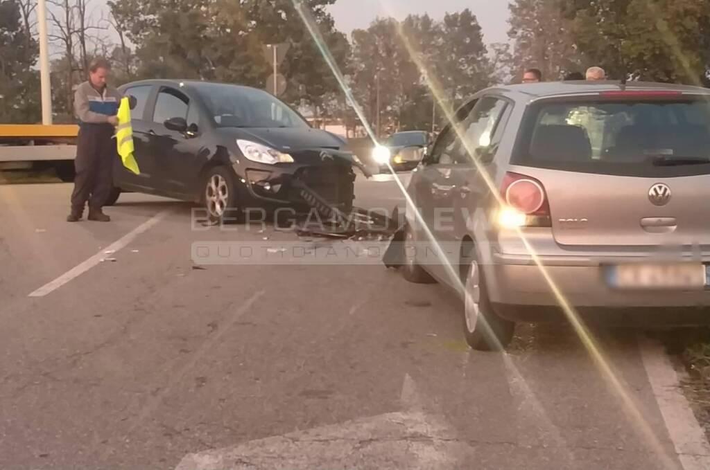 frontale tra due auto a cologno al serio