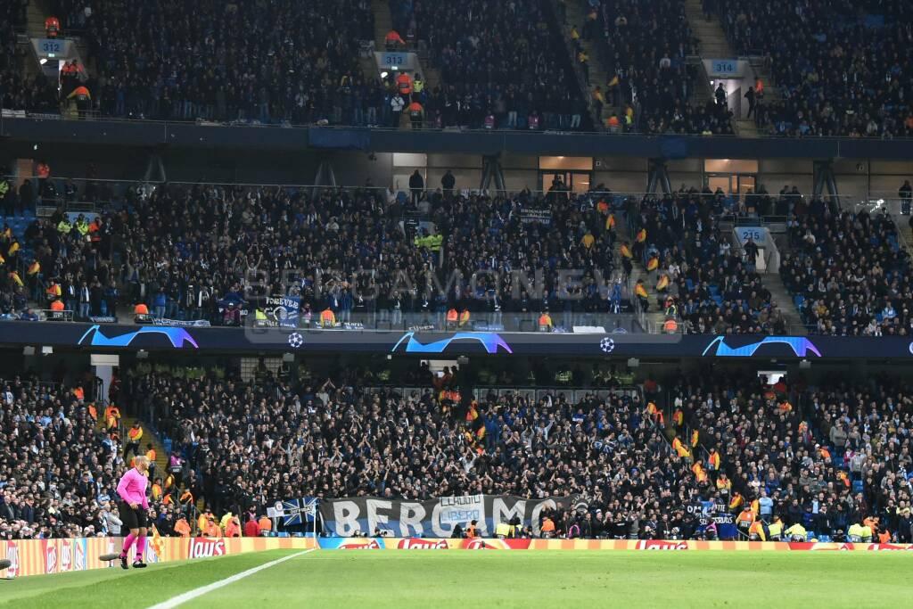 Lo spettacolo dei 3mila di Manchester