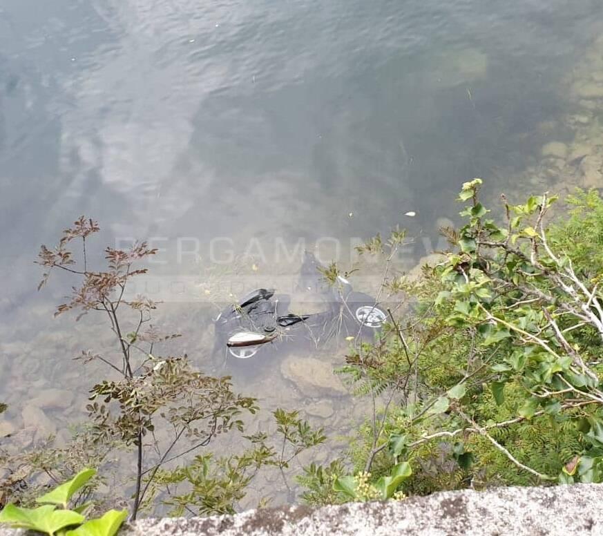 motorino nel lago