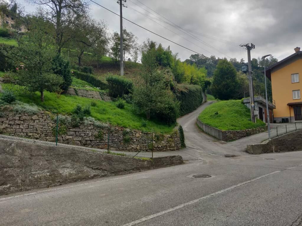 Val Brembilla, cade da 4 metri: Vincenzo muore in cantiere a 57 anni