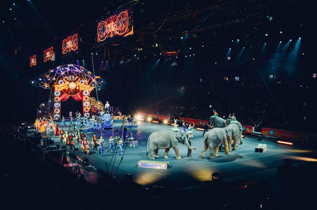 circo  ok (foto Becky Phan by Unsplash)
