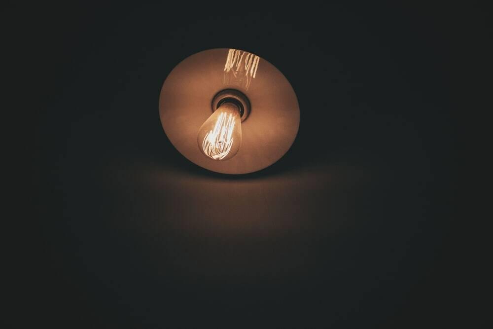 Energia elettrica ok (Raul Petri by Unsplash)