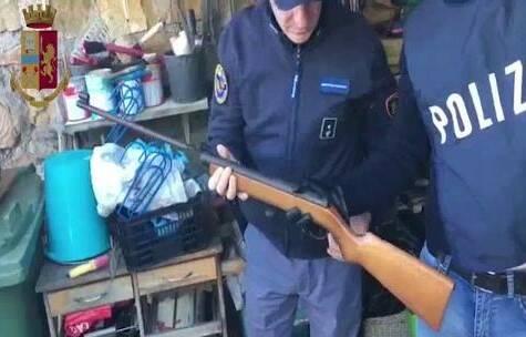 Filonazisti, 19 indagati in Italia: alcune armi nascoste in Val Brembana