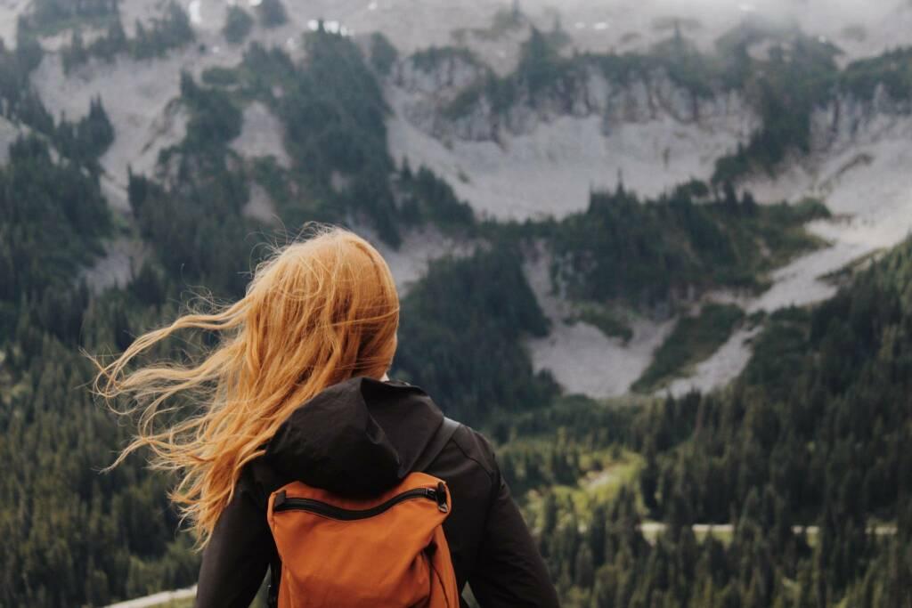 viaggiare ragazza ok (kalisa-veer by Unsplash)