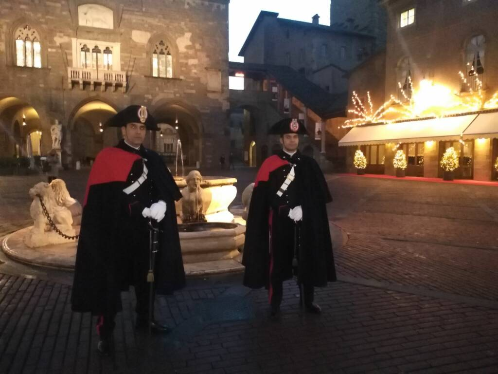 carabinieri in uniforme storica