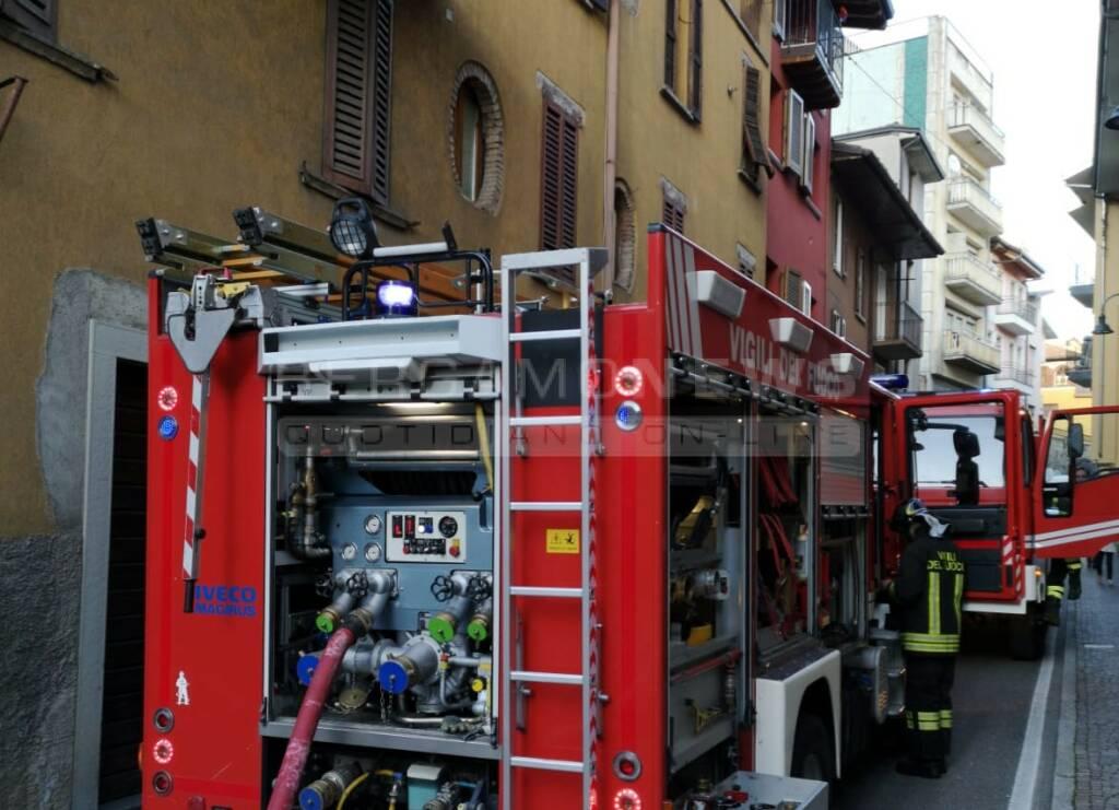 Gazzaniga in fiamme un'abitazione Vigili del fuoco