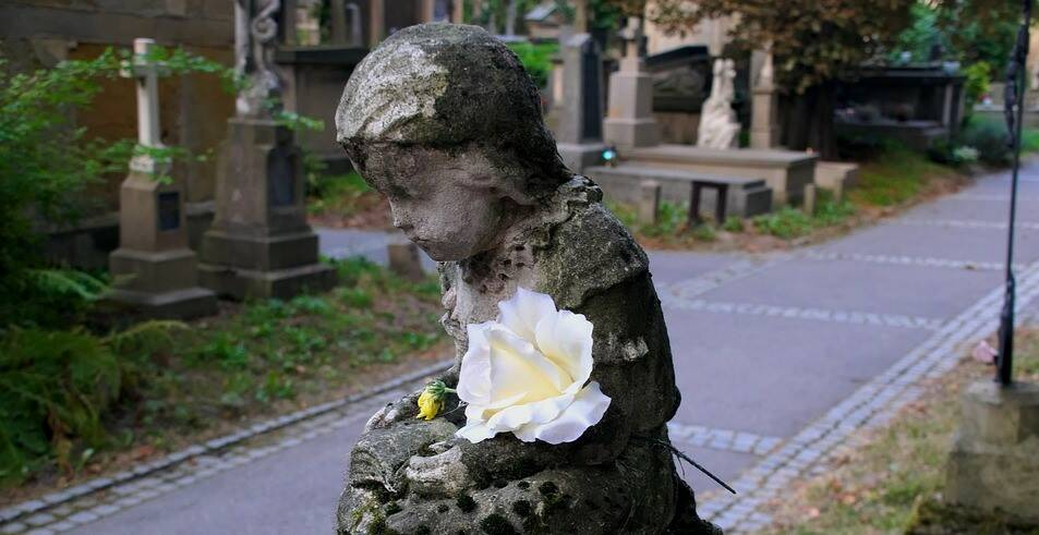bimbo morto lutto bambino cimitero