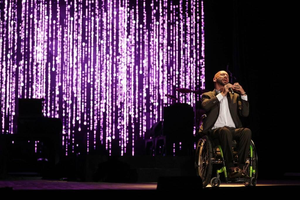 Federico Martello, il cantante che ha abbattuto il muro dei pregiudizi sulla sedia a rotelle