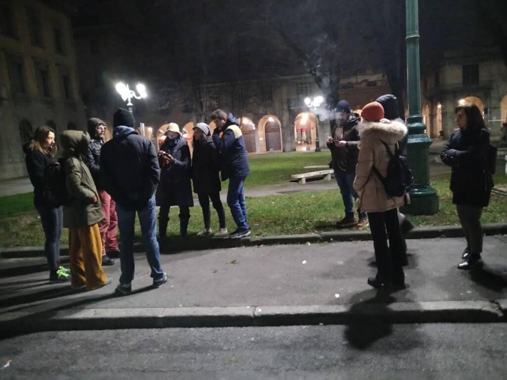 I tamburi di Cascina Gervasoni salutare gli alberi di Piazza Dante