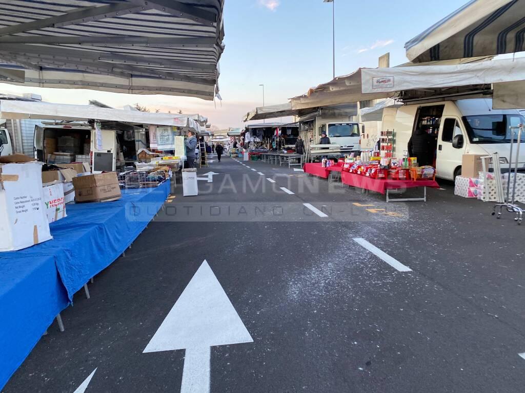 Il nuovo mercato in via Spino