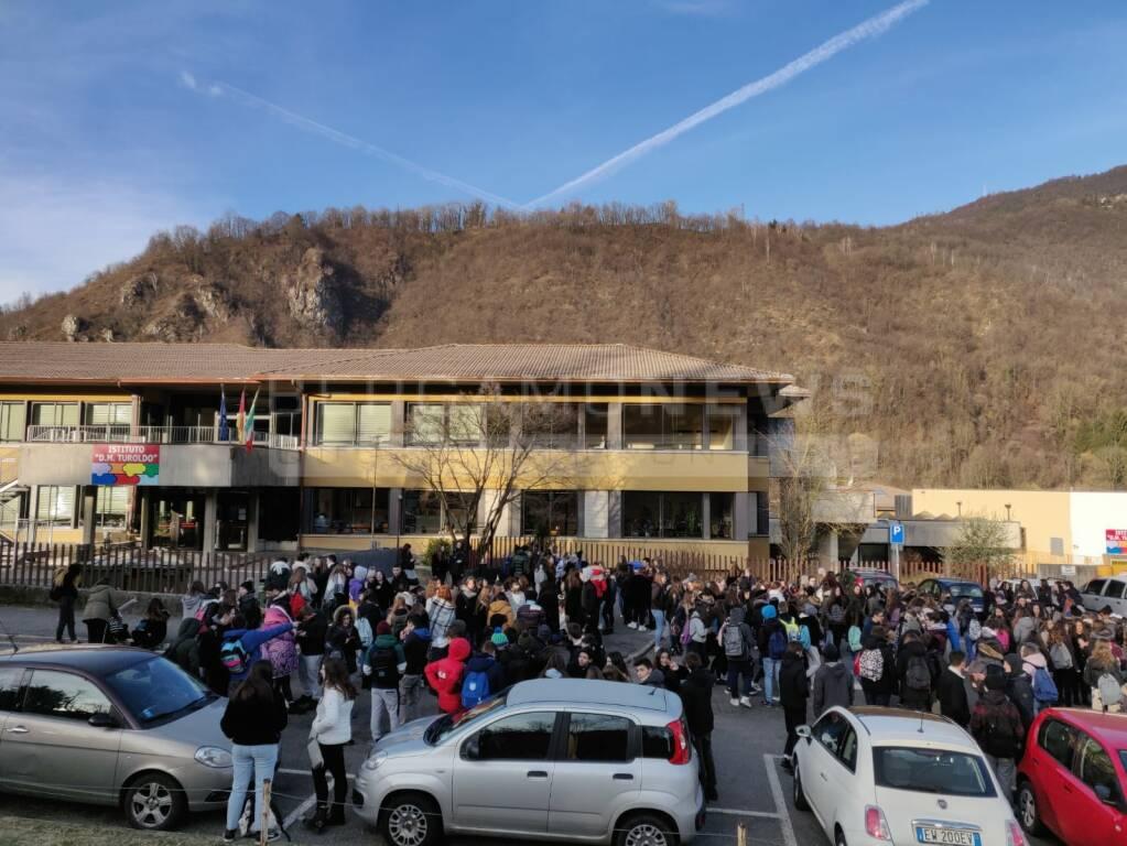 Il Turoldo al freddo: la protesta degli studenti