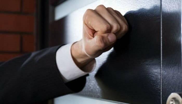 Venditore porta a porta