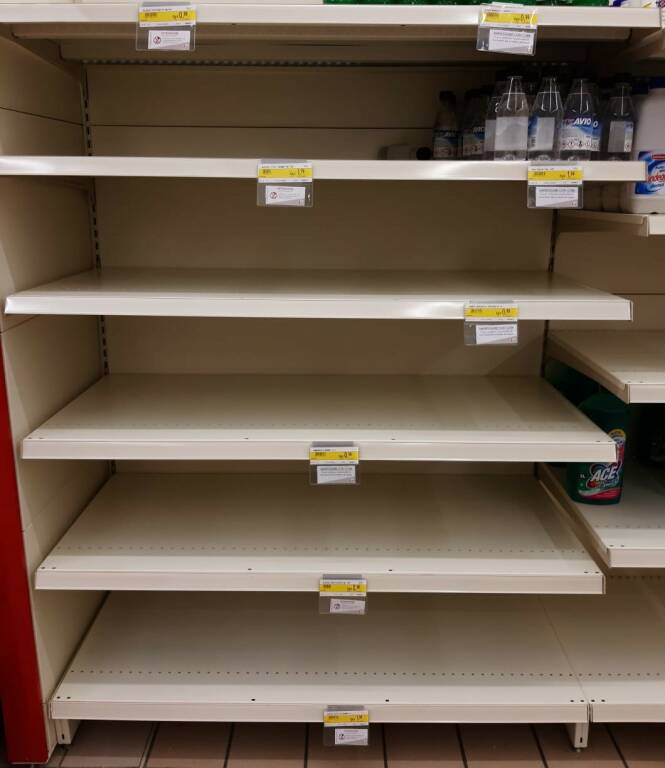 Coronavirus, supermercati presi d'assalto
