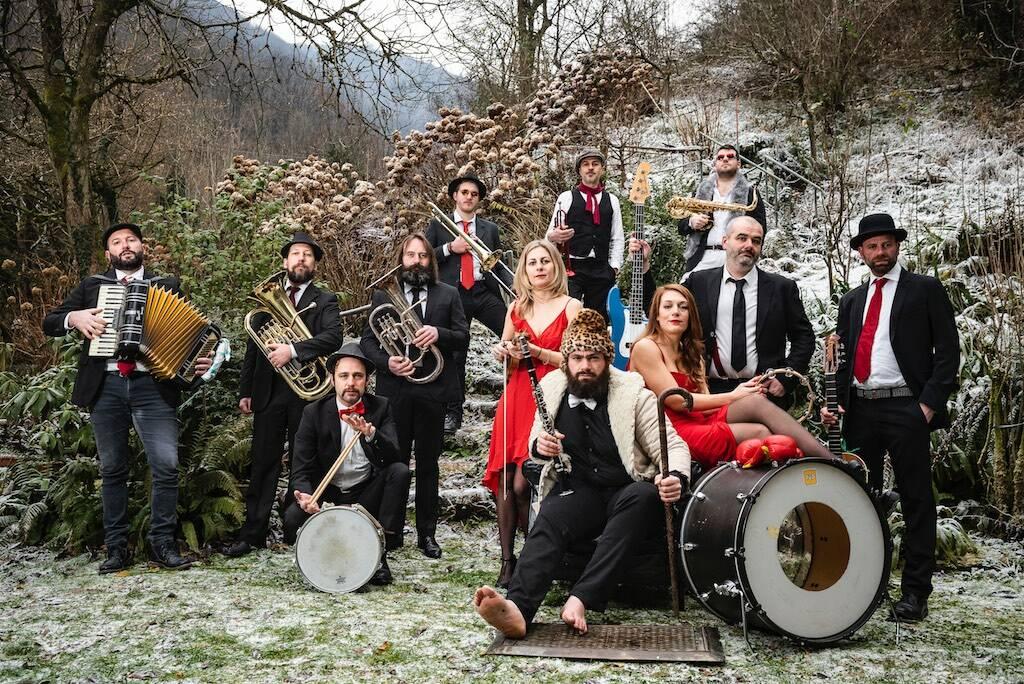 La musica balcanica risuona la Teatro Filodrammatici