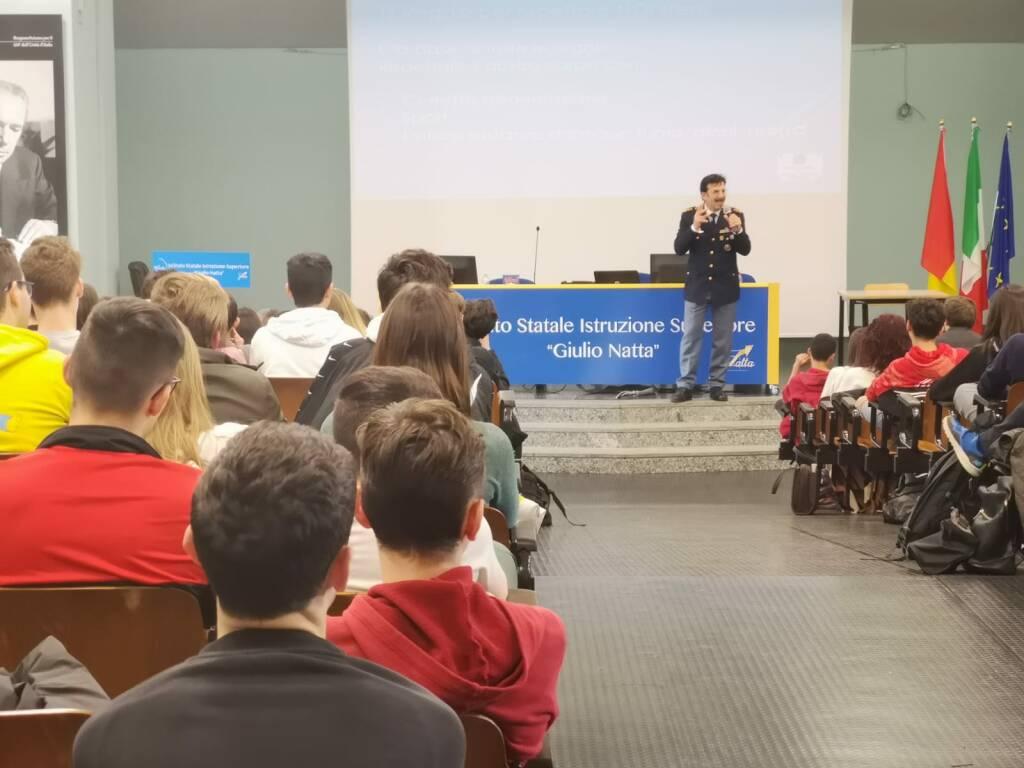 la polizia incontra gli studenti del Natta