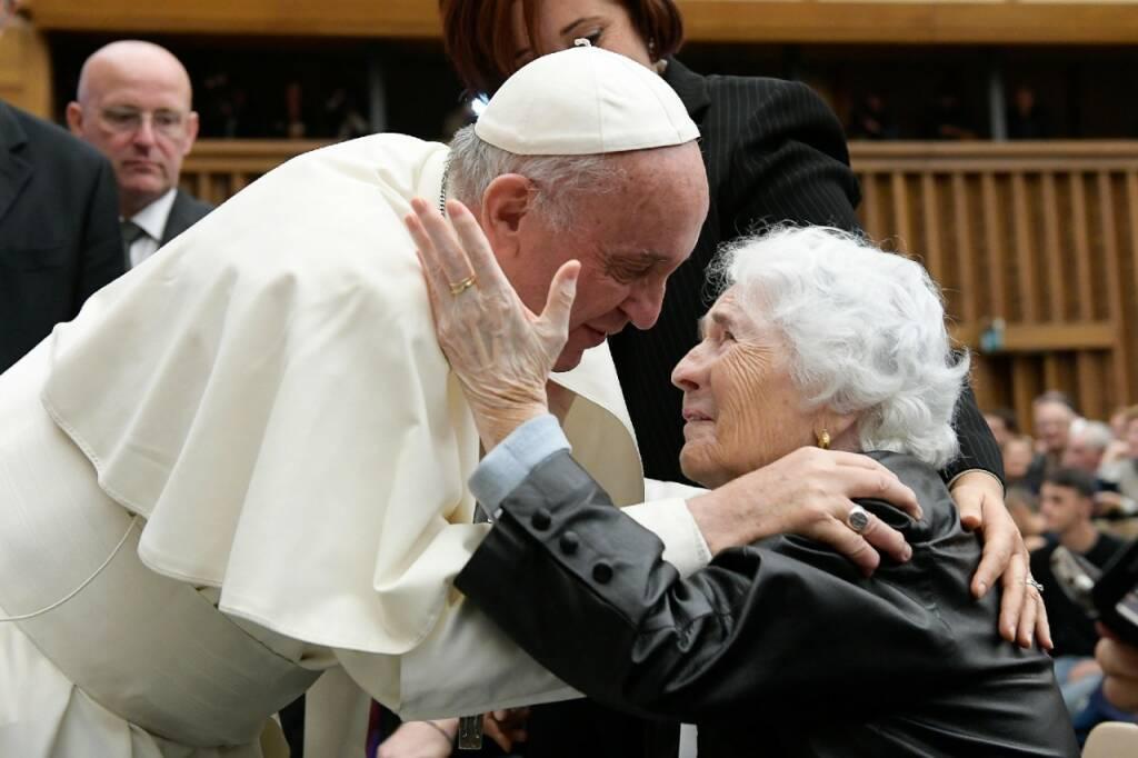 Papa Francesco Incontra I Nonni La Vecchiaia E Privilegio Non Malattia Bergamo News