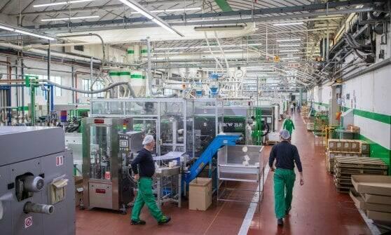 fabbrica plastica