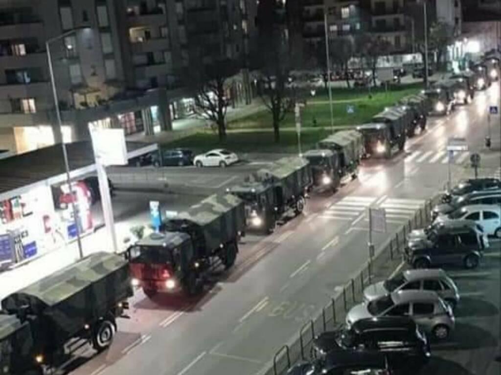L'esercito trasferisce le bare in altre regioni