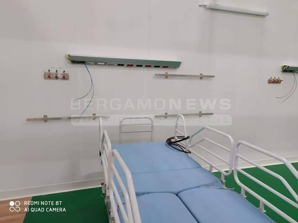 serbatoi ossigeno coronavirus ospedale da campo letto