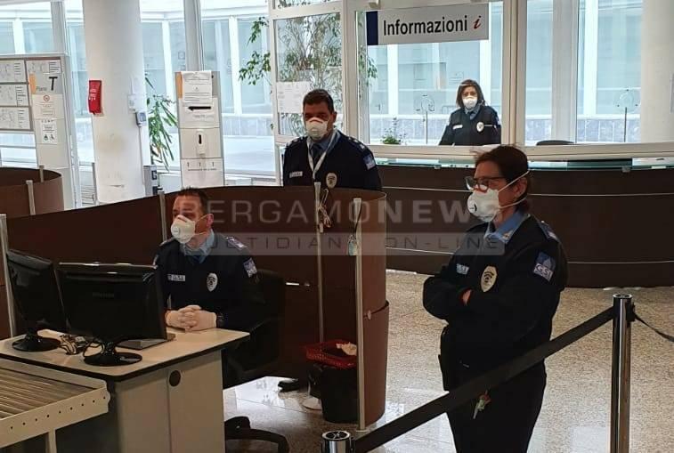 Tribunale Bergamo entrata mascherina e no