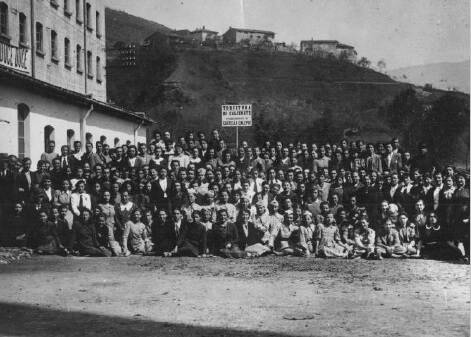 manifestazione lavoratrici tessili 1955