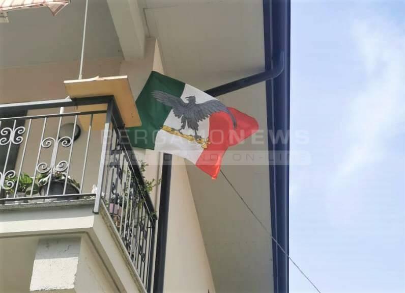 tricolore con l'aquila romana