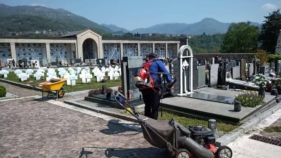 Vertova, la protezione civile sistema il cimitero
