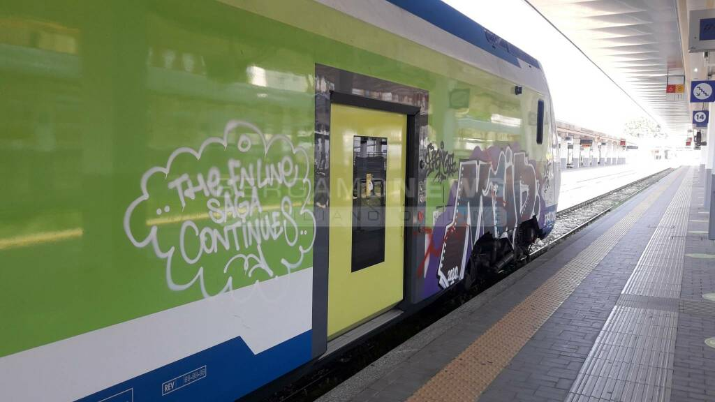 caravaggio treno vandali