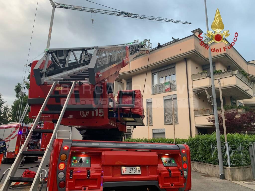 esplosione in un appartamento in via Lazzaretto