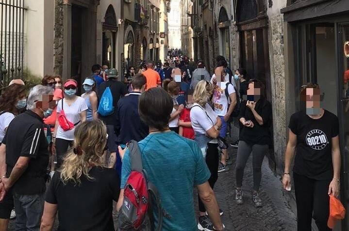 folla in Città Alta