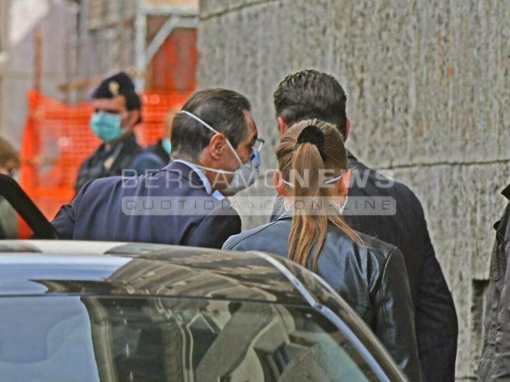 Il governatore Fontana in procura a Bergamo: contestato