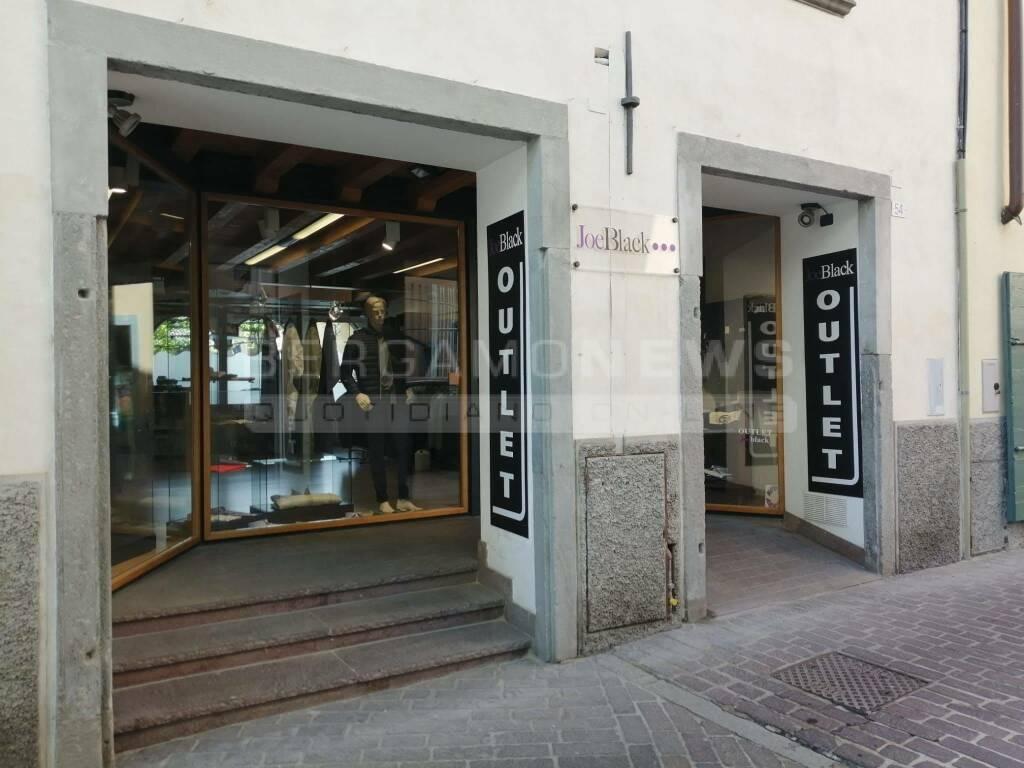 Riaprono i negozi a Clusone