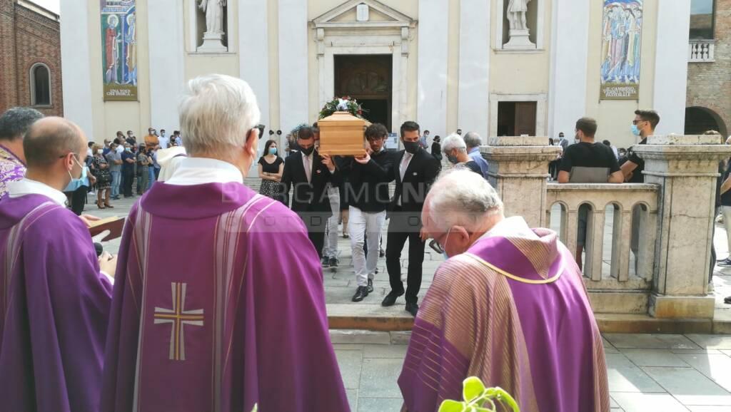 A Romano l'addio a Saverio, morto in montagna a 26 anni
