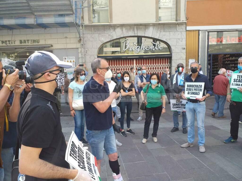 Bergamo, flash mob della Lega per il 2 giugno