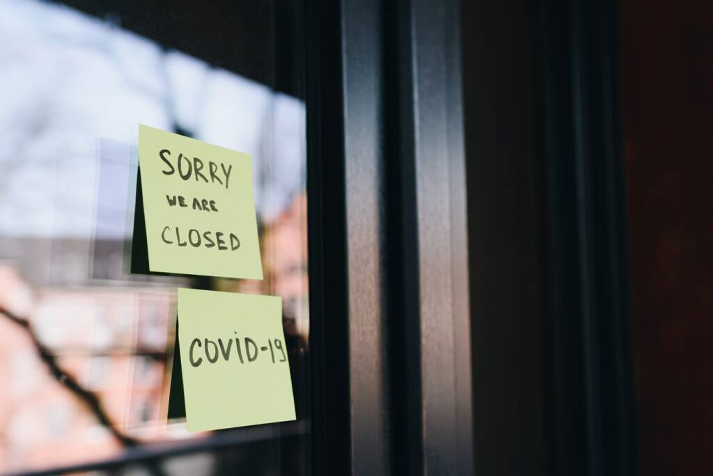 chiuso closed (da Unsplash)
