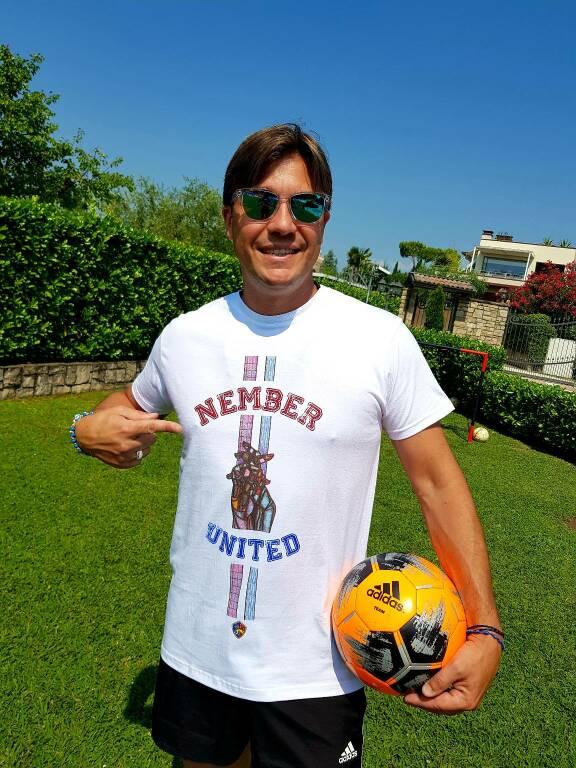 Nember United t shirt