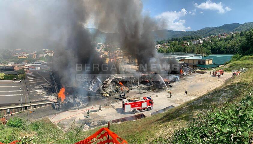 Incendio in un'azienda tessile di Legge
