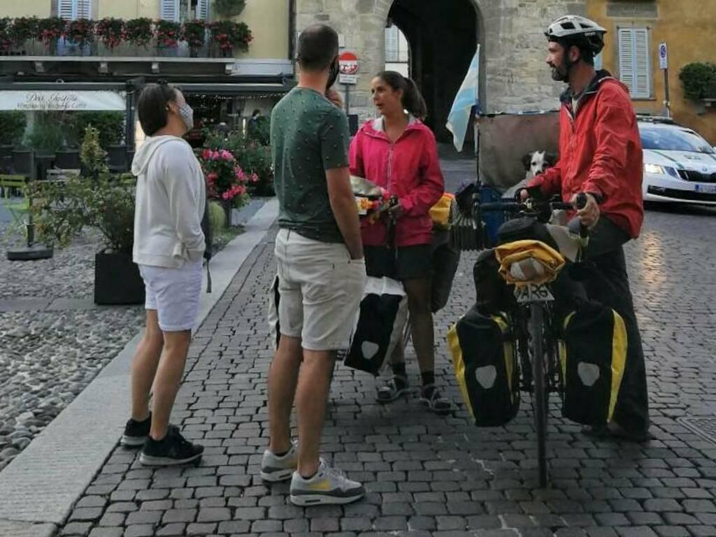 Carla, Leonardo e la cagnolina Piri