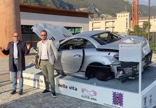 Carcassa d'auto a Sarnico