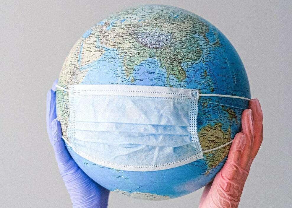 mascherina mondo (foto Anna Shvets da Pexels)