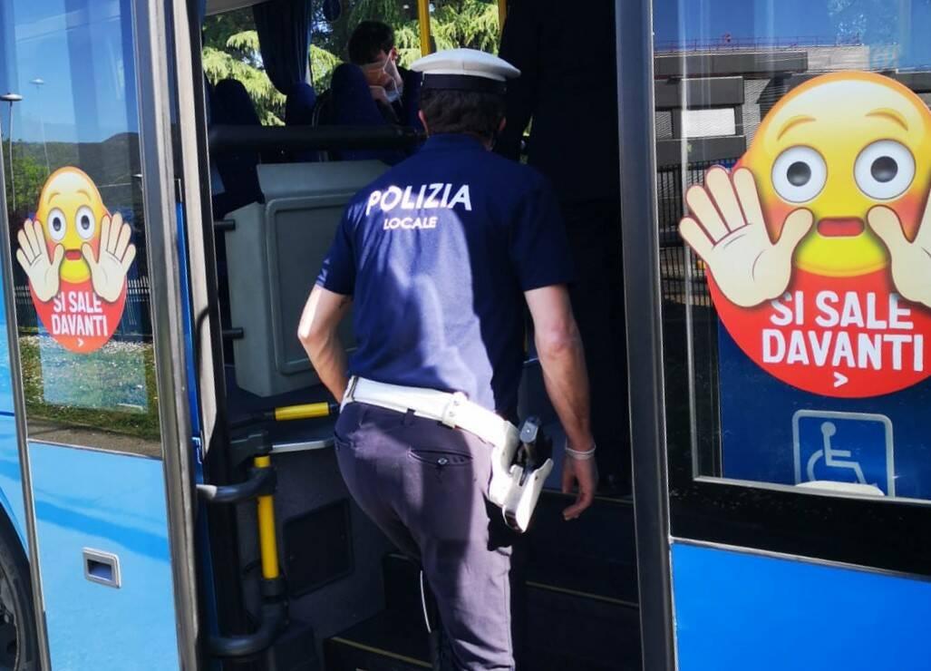 polizia locale bus