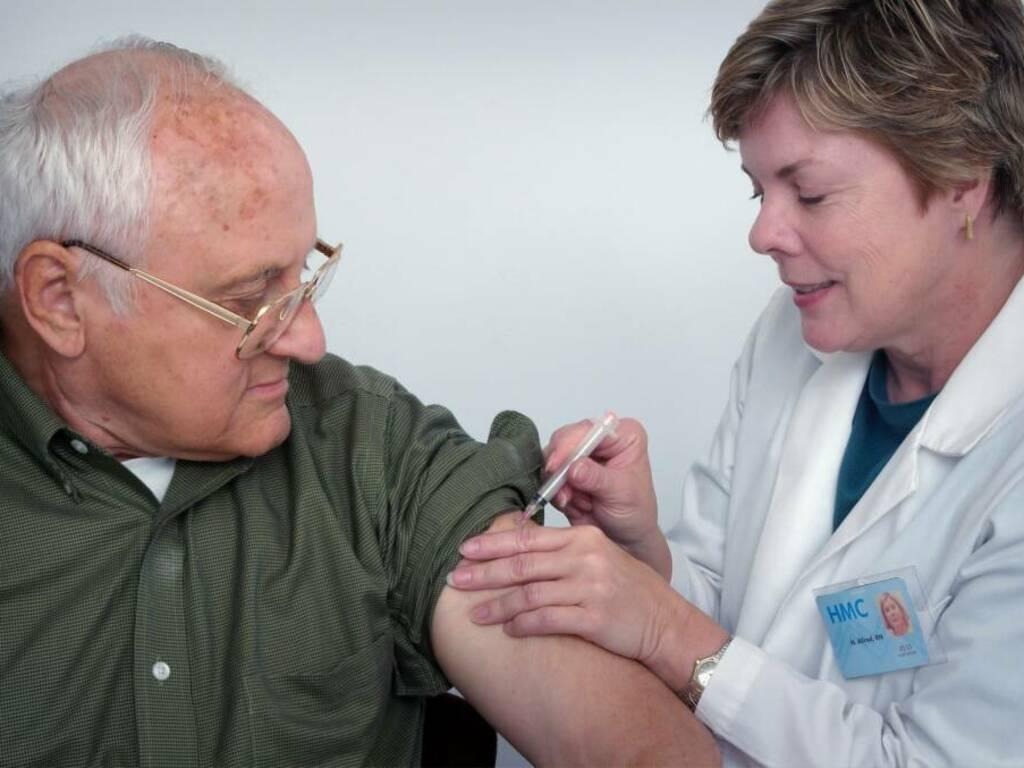 vaccino antinfluenzale unsplash
