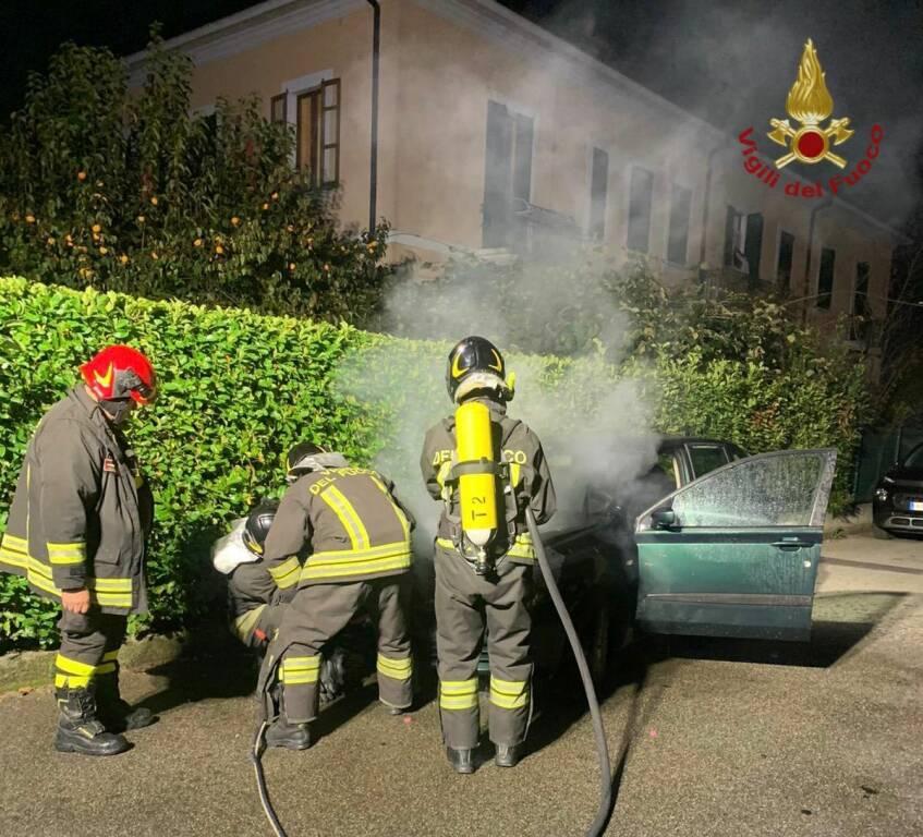 auto in fiamme a cassano d'adda