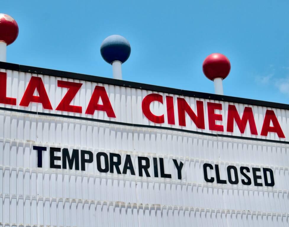 cinema chiuso (Foto Michael Dziedzic da Unsplash)