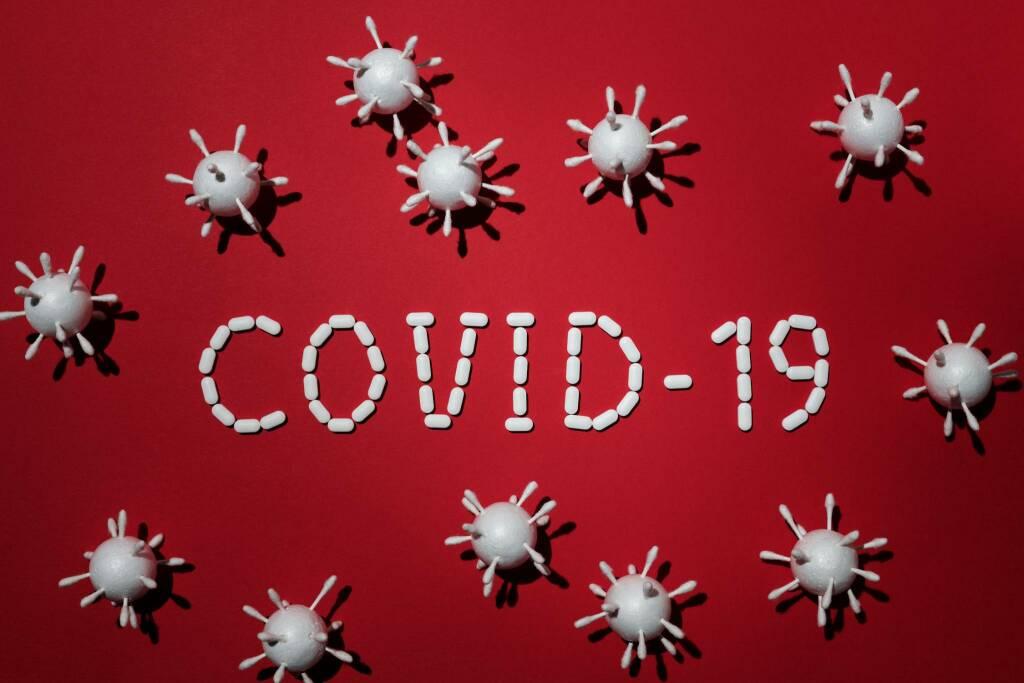covid coronavirus (foto Edward Jenner da Pexels)