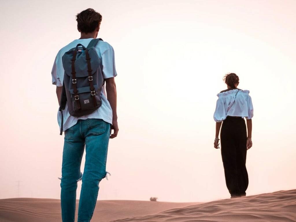 giovani stranieri (Foto Alexander Wendt da Pexels)