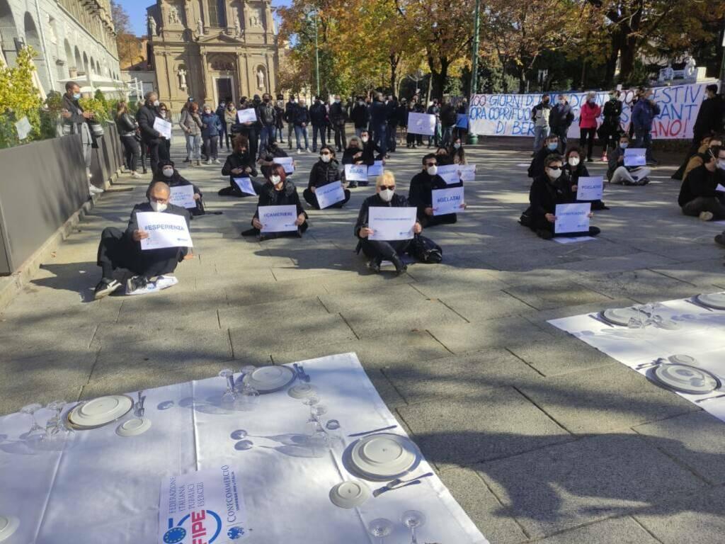 La protesta dei ristoratori sul Sentierone