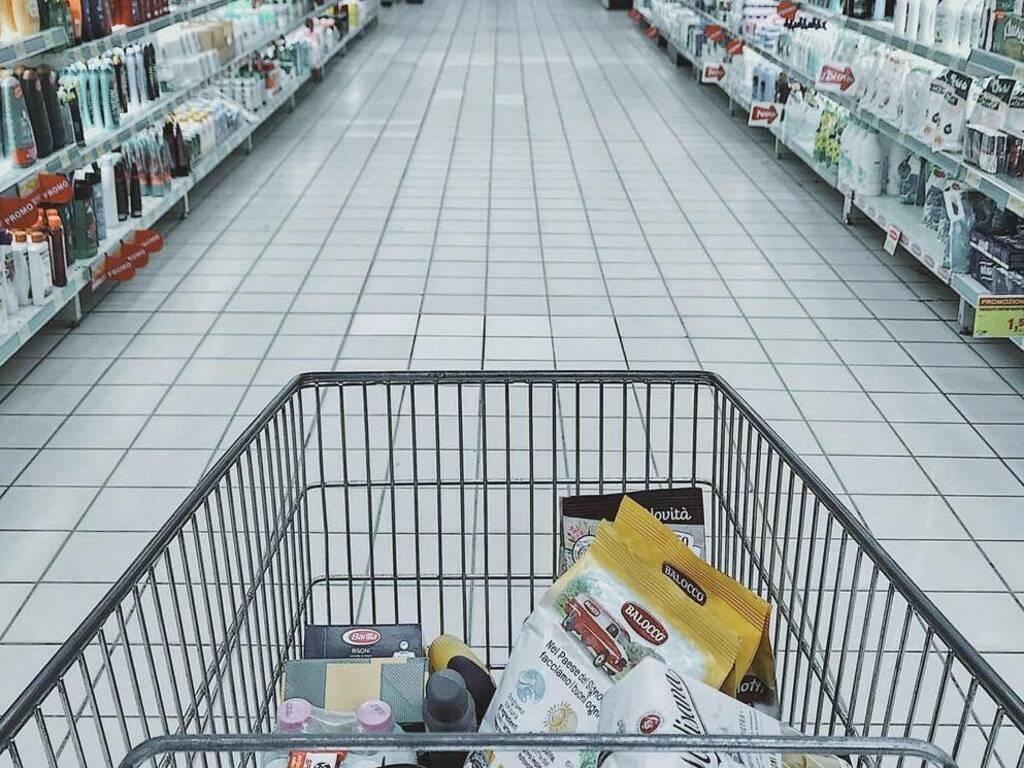 supermercato carrello (foto Oleg Magni da Pexels)