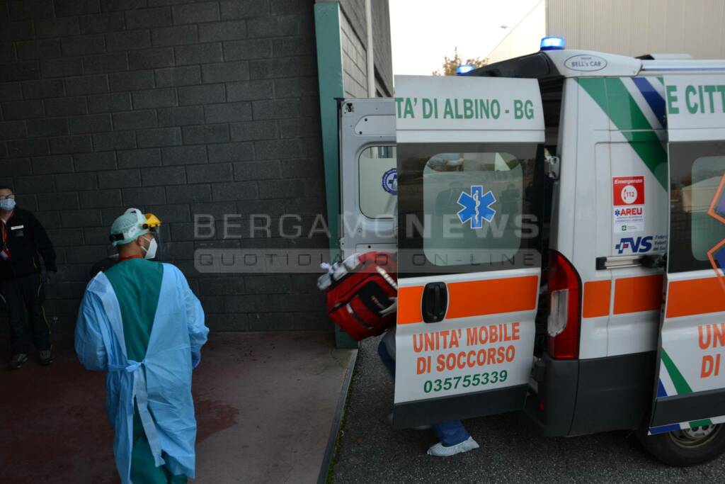 ambulanza croce verde albino