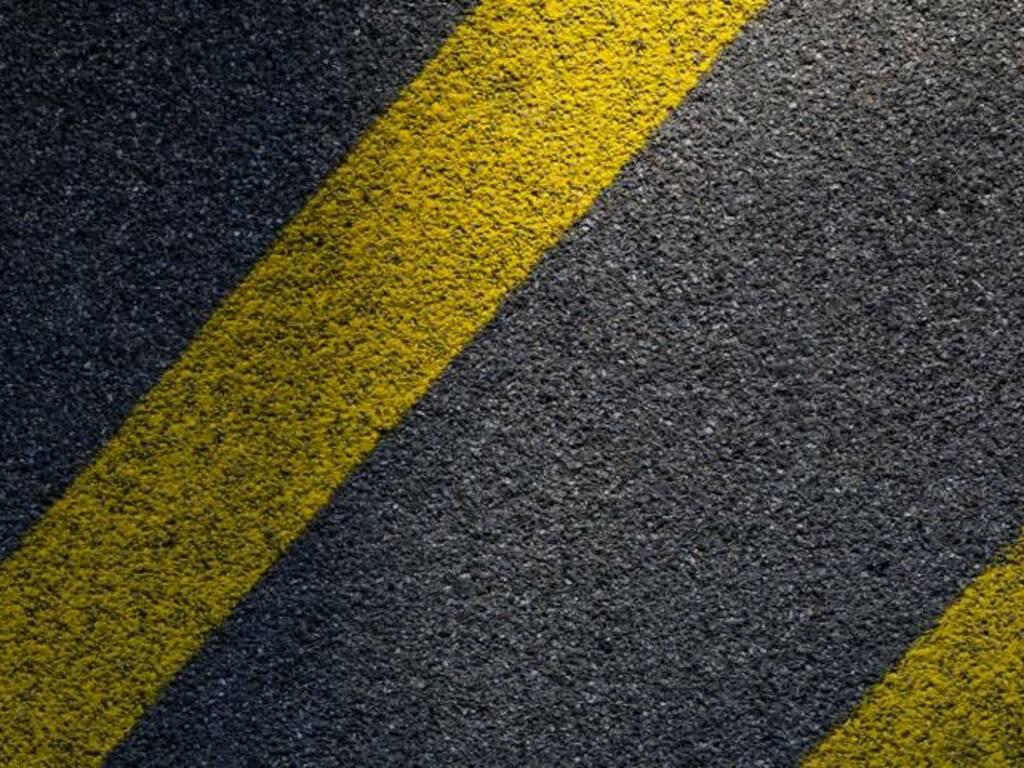 asfalto Photo by Pascal Meier on Unsplash